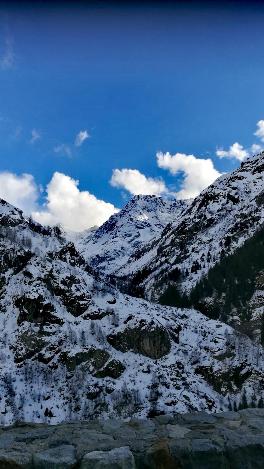 la vallée sous la neige