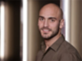 Jérôme Luca, danseur Hip-Hop professionnel, à travaillé avec : Olé Khamchanla (Cie A'Corps), Alcides Valante (Cie Etre-Ange), Disneyland (Spectacle Tarzan), Anthony Égea (Cie Rêvolution), Mourad Merzouki (Cie KÄfig)