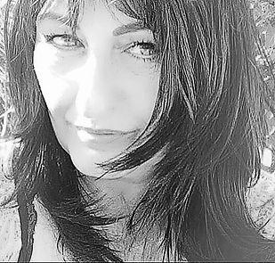 Jocelyne Alfonsi Luca acommencé la danse classique à 5ans. Elle travaille par la suite avec les plus grands noms de la danse, Tessa Beaumont danseuse étoile, Claude Bessy, Claire Motte, Gilbert Meyer, maître Wladimir Skouratoff danseur étoile russe.