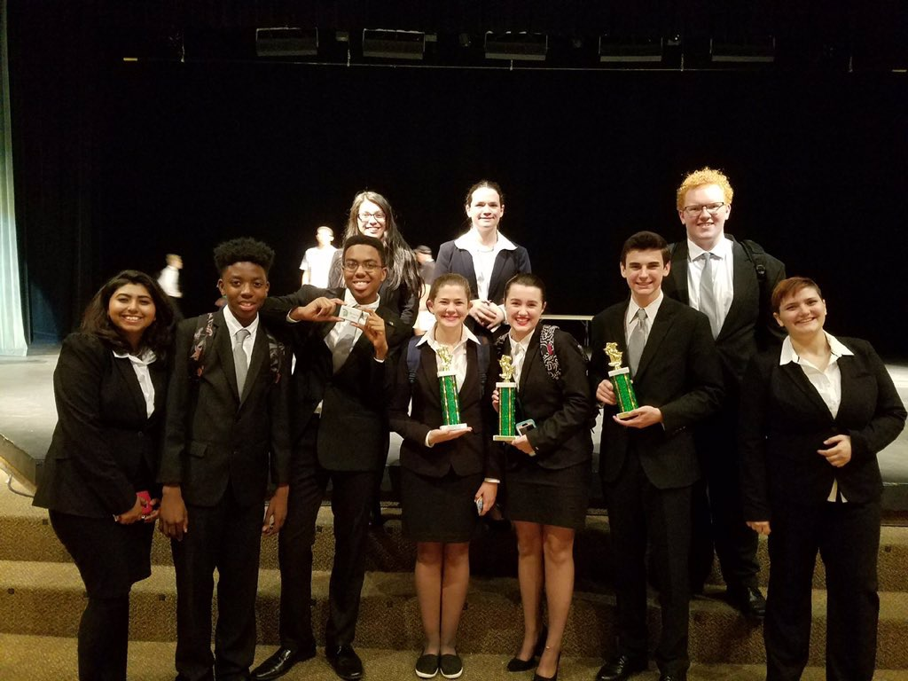 2017/2018 Speech Team at NSHS