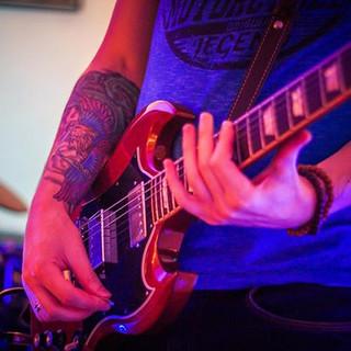 O rock é feito de guitarras, nesse inegá