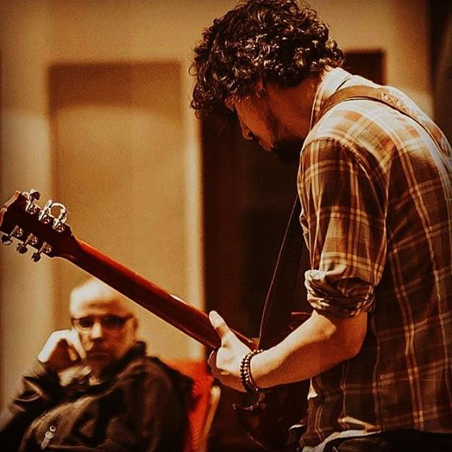 Guitarras, muitas guitarras gravadas nes