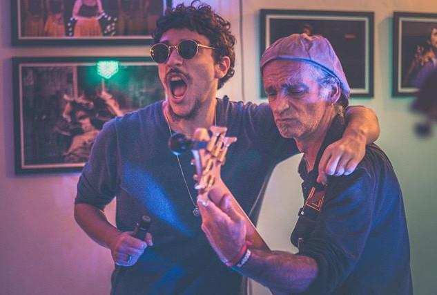 """""""Oi, tocamos amanhã no @rock80festival e"""