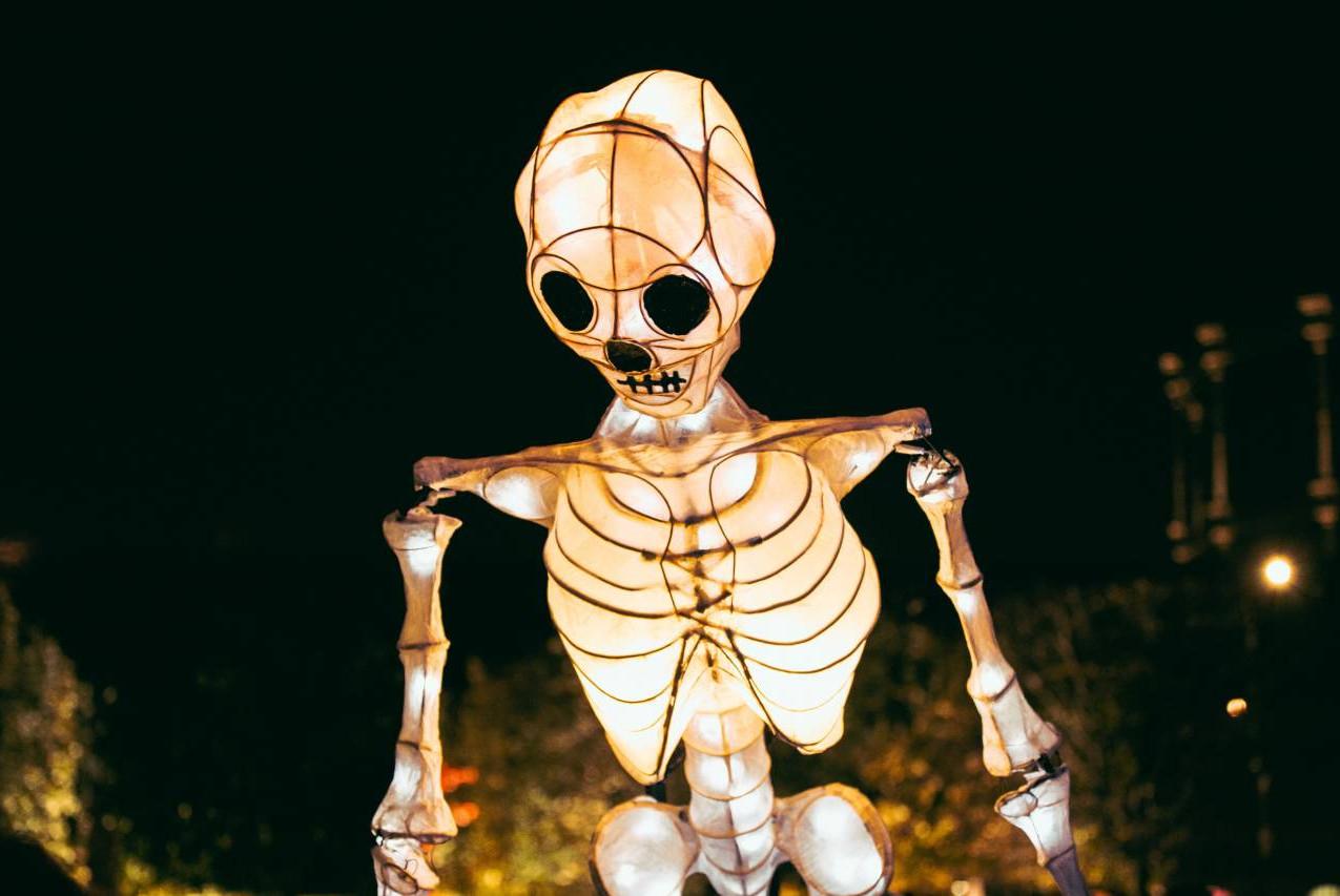 Giant skeleton puppet immersive