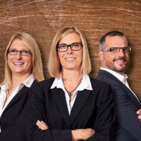 Zeitgemäße Brillenfassungen für jeden Typ, die in Kombination mit individuell angefertigten Brillengläsern für ein perfektes Seh-Erlebnis sorgen.