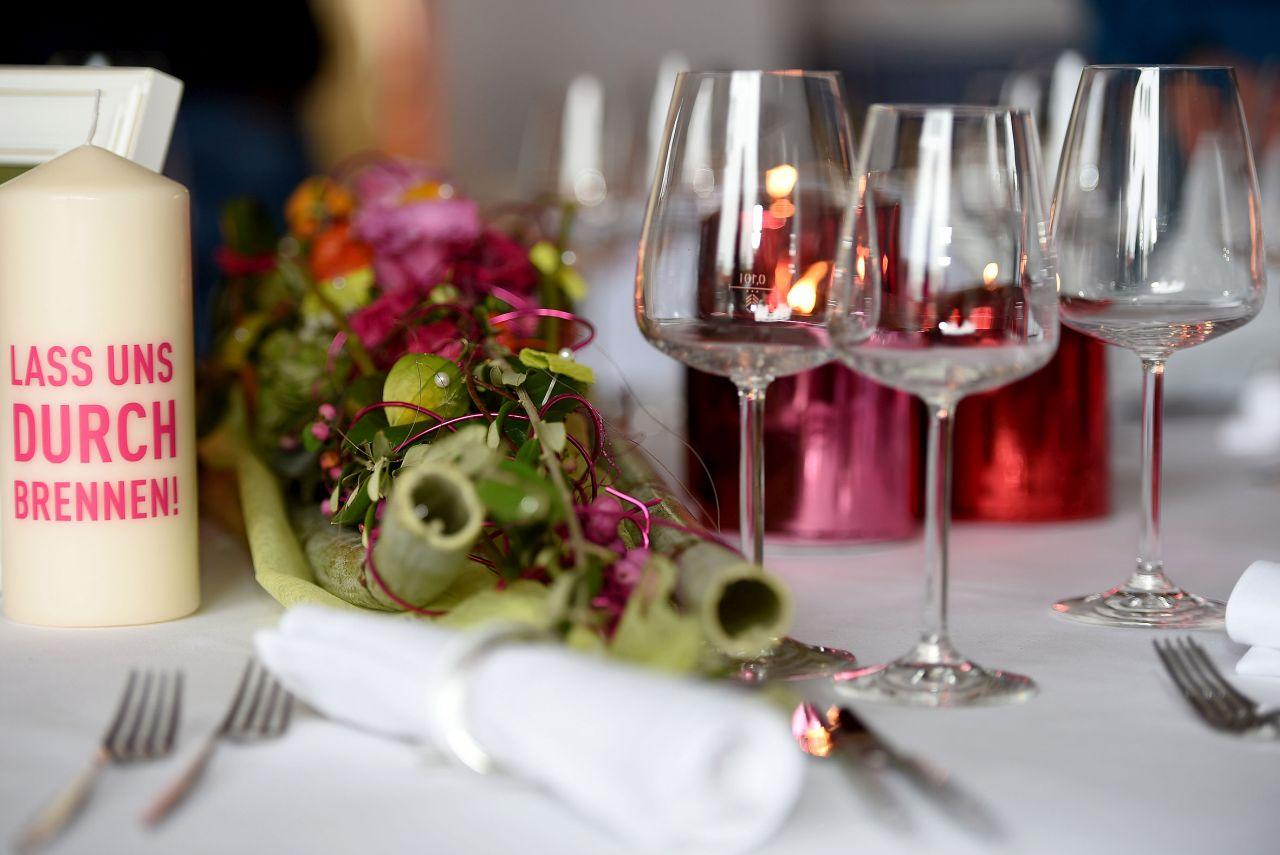 Hochzeitsmesse_rot pinke Dekoration_Kerzilein_5