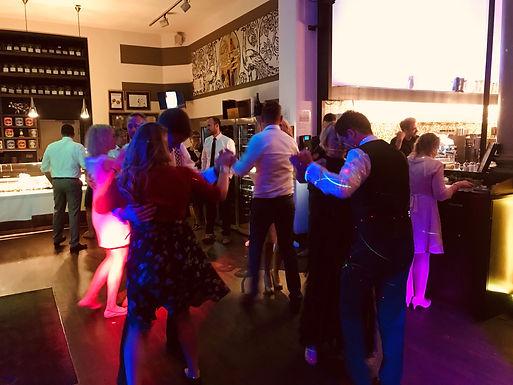 Hochzeit von Julia und Alan im Café Ideal