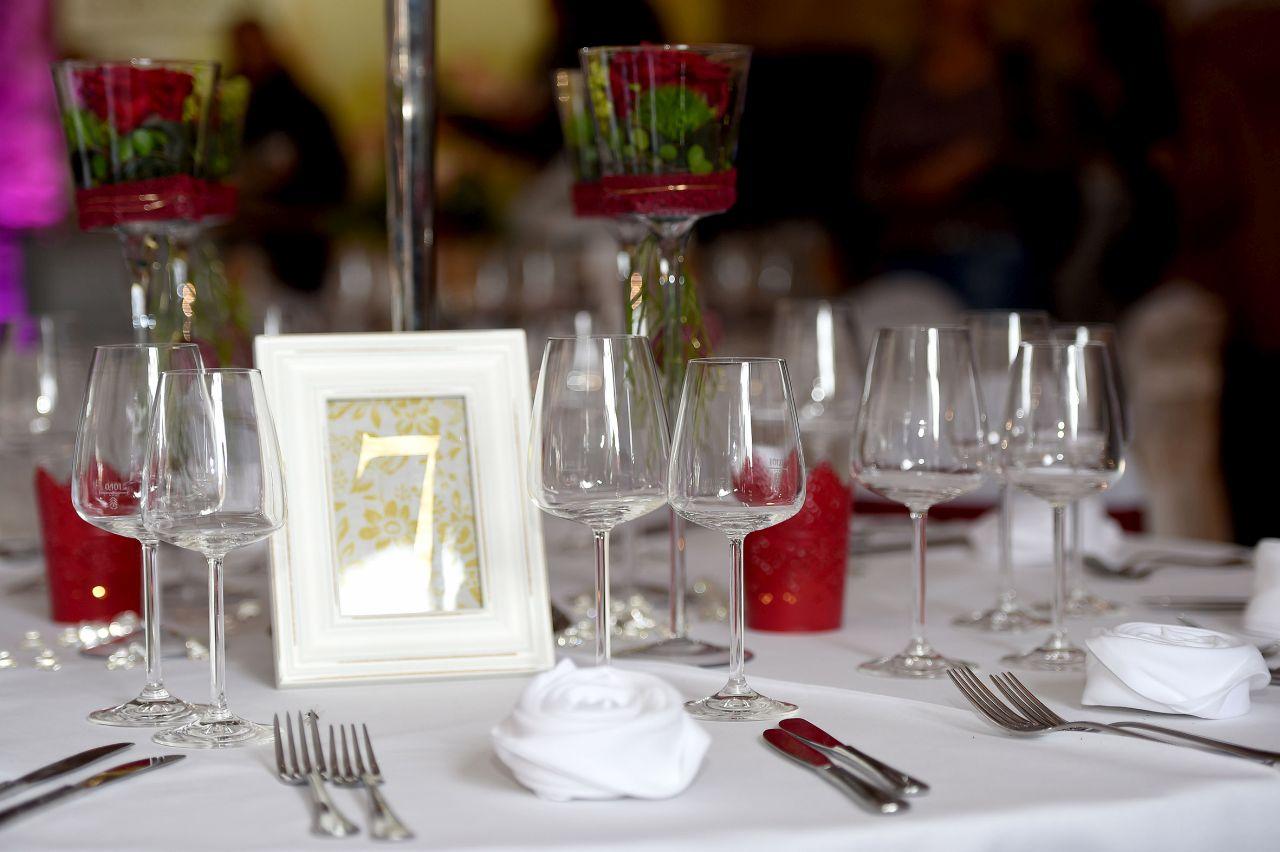 Hochzeitsmesse_rot weisse Dekoration_3