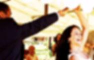 Nach dem Eröffnungstanz legt dj audioplayer Musik zum Tanzen und Feiern auf