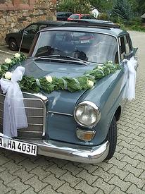Mieten Sie unseren Oldtimer inklusive Chauffeur für den schönsten Tag Ihres Leben