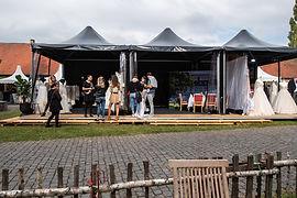 Messestand mit Zelte und Pagoden Hochzeitsmesse Fulda auf Schloss Fasanerie Bridel