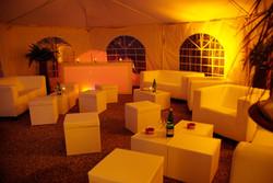 Geburtstagsfeier in einem Zelt