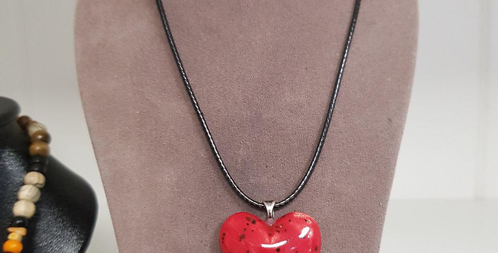 Pendentif cœur céramique rouge moucheté