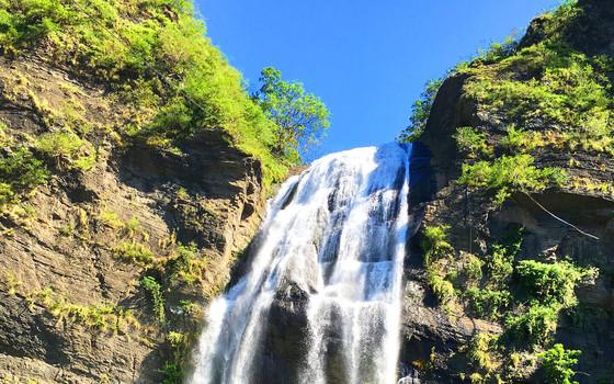 卡悠峰瀑布