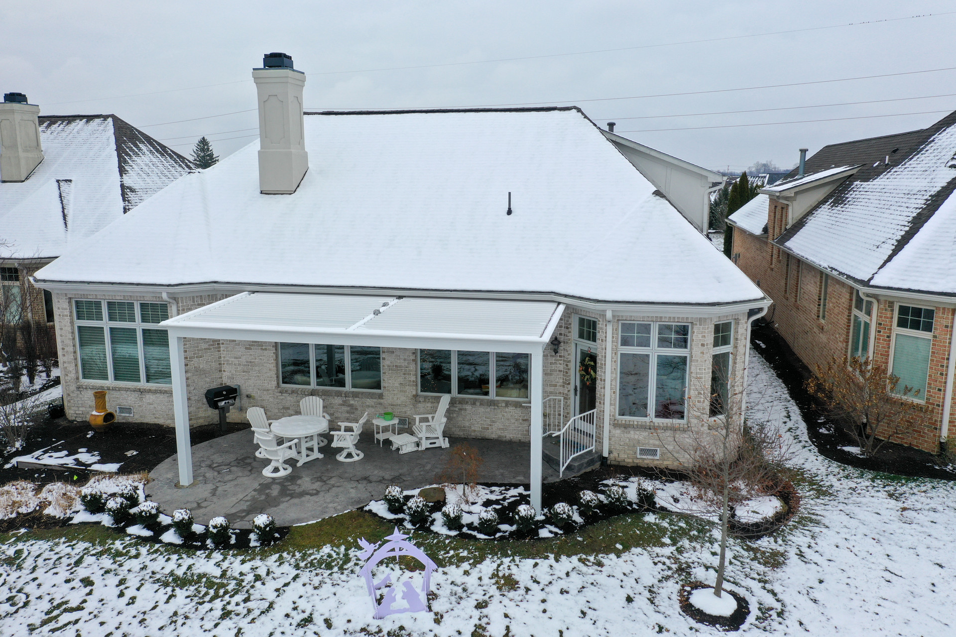 Luxury White Louvered Roof