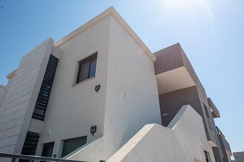 ברובע חן  רחי ספיר  דירת קומה 2 מתוך 2  חדשה לחלוטין 4 חדרים