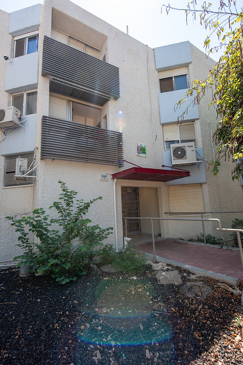 בשכונת הדודאים  דירה קומה ב קרוב ממש למרכז המסחרי  ,  4 חדרים מרוהטת ומסודרת