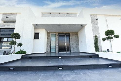 למכירה בקצרין  בשכונת רובע חן , וילה פרטית   5  חדרים ברמה גבוהה