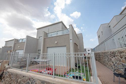 בשכונת רובע חן  רחי ברקת  דו משפחתי 4 חדרים חדש + יחידת דיור 2 חד