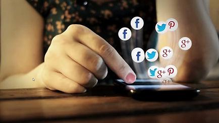 celular y redes sociales.jpg