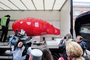 Hippo-sculpture-red-art-ninonart-press-c