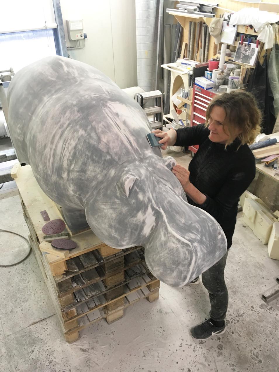 hippo-sculpture-making-ninonart-rotterda
