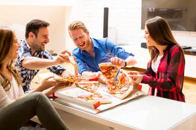 friends-eating-pizza_52137-8833.jpg