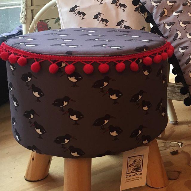 Oystercatcher foot stool