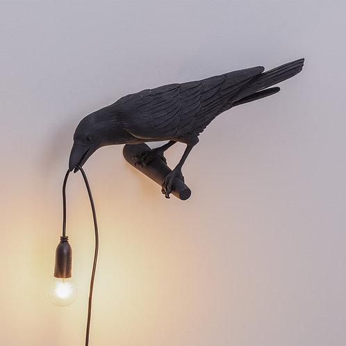 Vrana - visiaca zo steny - čierna