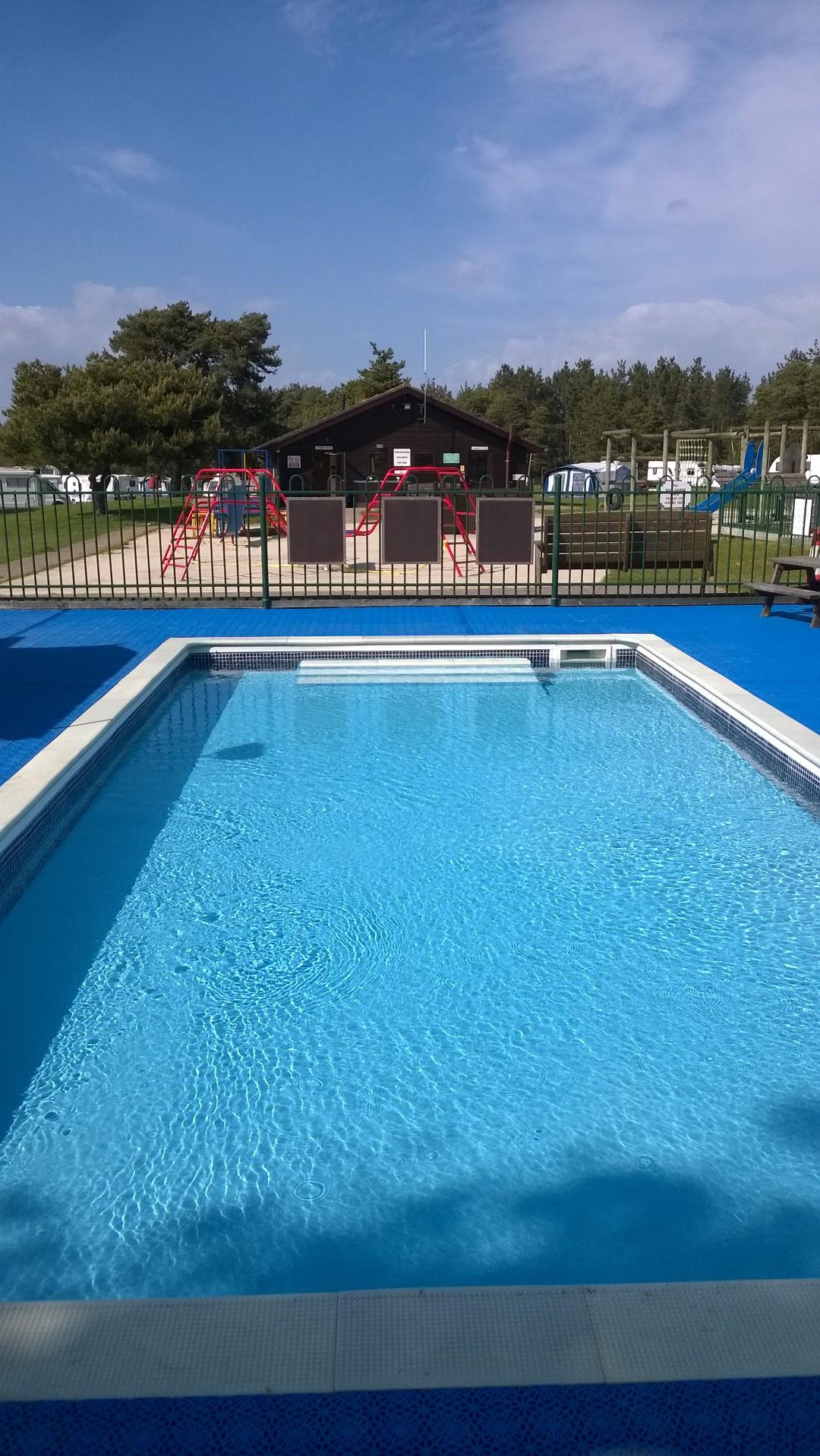 Children's Paddling Pool 2 feet deep