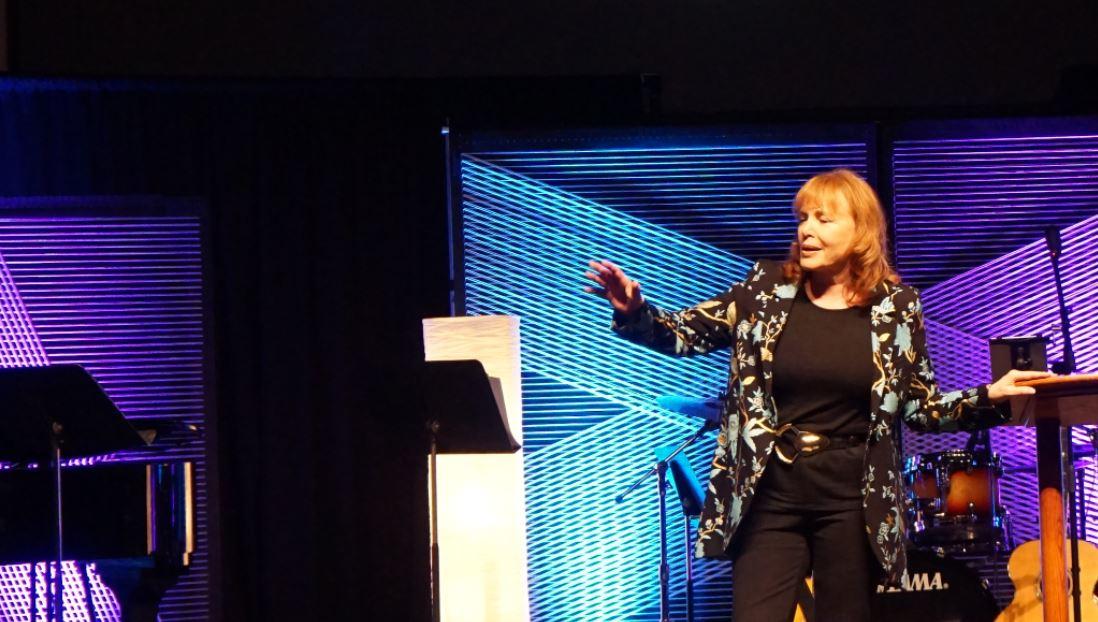 Carol Kent Praise Gathering_12