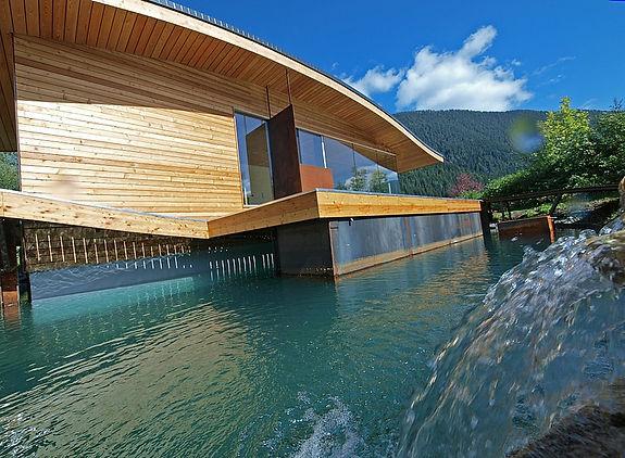Casa sull'acqua, boat house, ecoturismo, turismo, natura, floating house, casa, bioedilizia, ecoresort