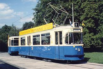 Die München-Tram, der 2412er, unterwegs in München tram münchen FMTM