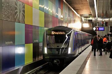 Der C2-Zug ist ein seltener Gast auf der U1 u-bahn tram münchen