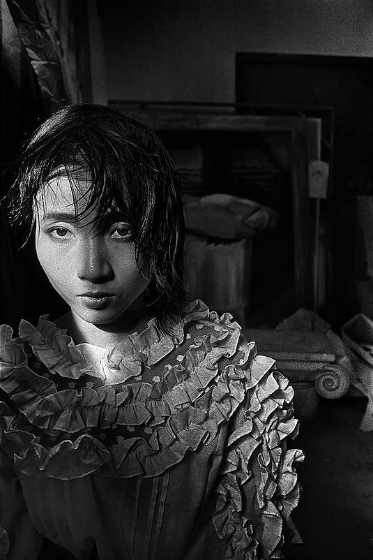 Hu Yuanli by the window, Guangzhou | Zhang Haier | 1987
