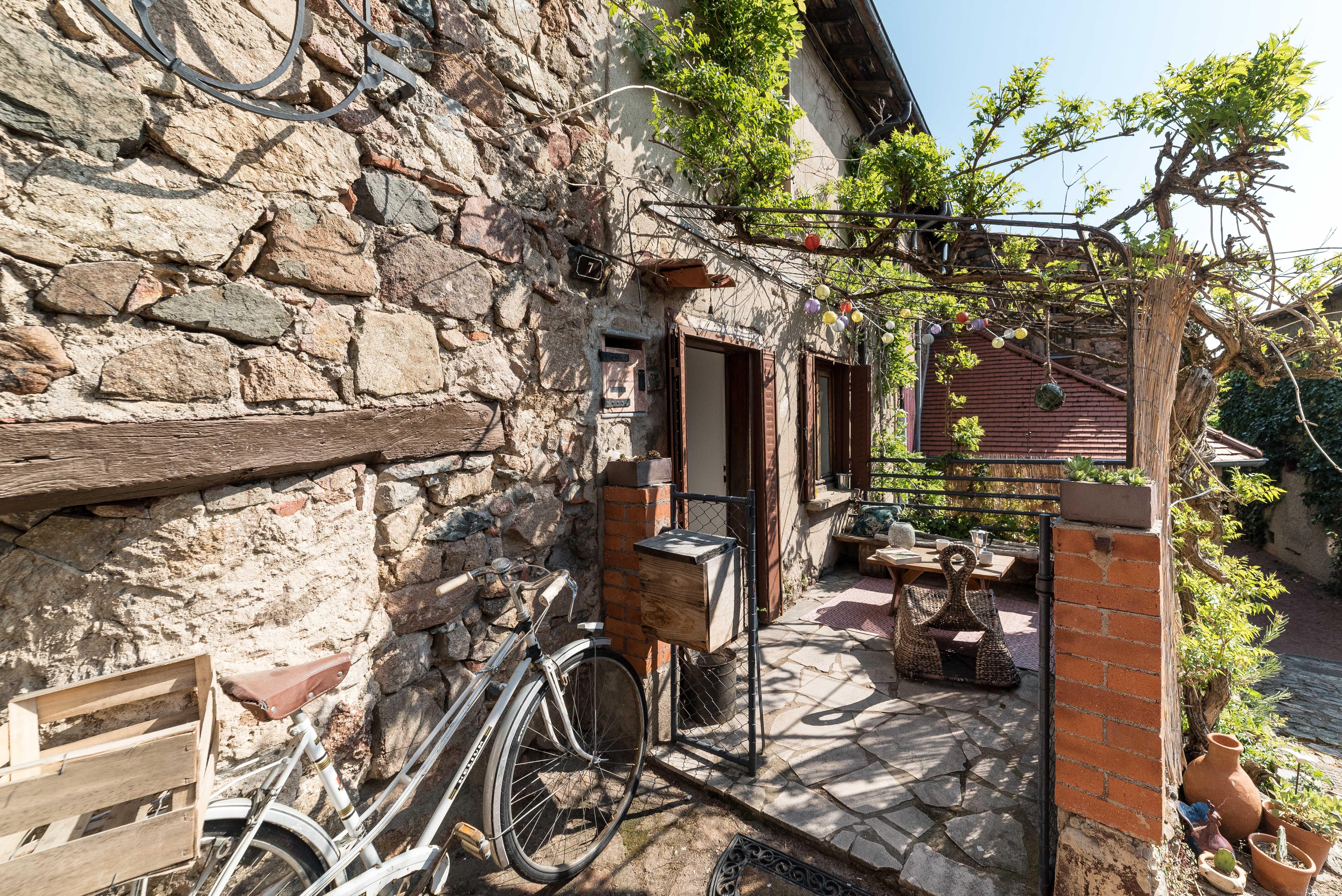 Maison de la mure - Terrasse côté ruelle