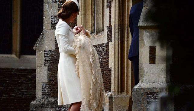 doopsel prinses Charlotte UK