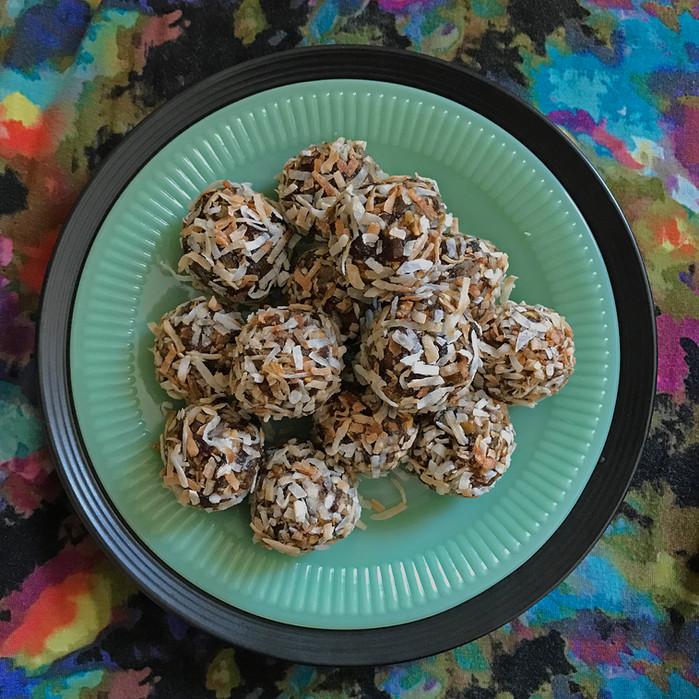 "Healthy ""Cookie"" Truffles"