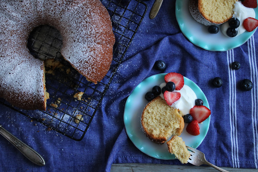 Pound Cake with yogurt and fresh berries