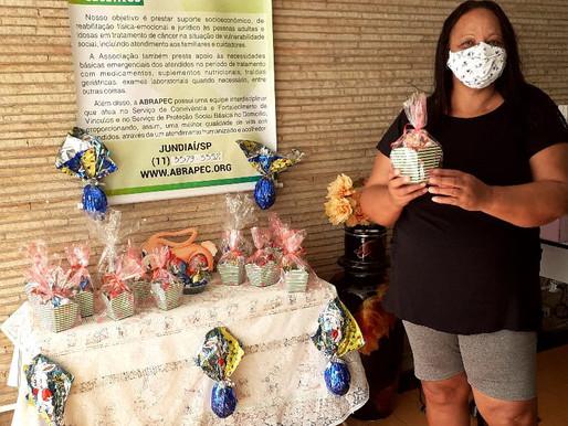 Jundiaí-ABRAPEC inicia a entrega de Ovos de Páscoa a pessoas atendidas pela Associação.