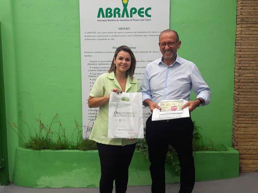 Unidade da ABRAPEC em Jundiaí recebe doação da Oncosmetic