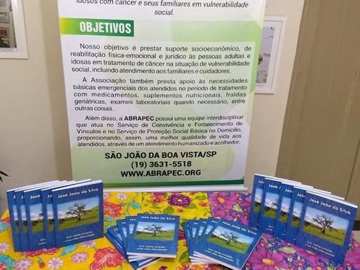 São João da Boa Vista – ABRAPEC recebeu doação de livro de autoria de um colaborador de Itapira.
