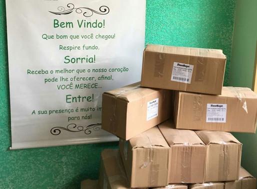 Atibaia – Raymound's  realizou a doação de 300 frascos de álcool em gel para a ABRAPEC.