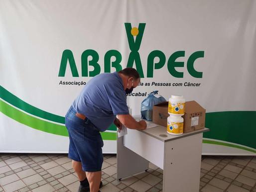 Jaboticabal – Familiares de pacientes atendimentos pela ABRAPEC realizam a retirada de benefícios.