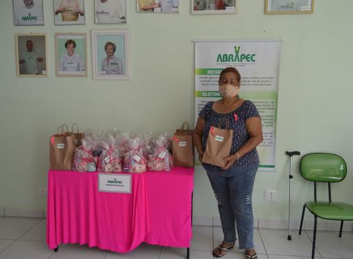 Jundiaí – Outubro Rosa. ABRAPEC presenteia usuárias em tratamento do câncer com Kit de produtos.