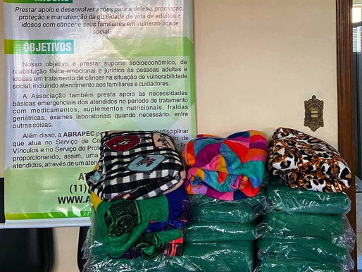 Atibaia – Lions Clube SP ELOS realizou doação de 30 cobertores para a ABRAPEC