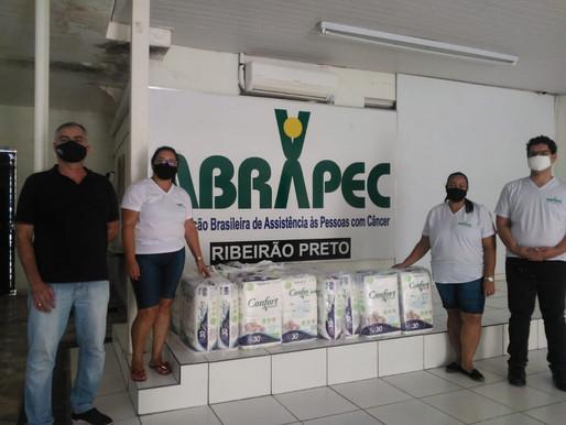 Ribeirão Preto – Grupo Amigos do Bem realiza doação de fraldas geriátricas.