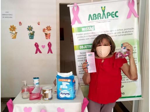 Ribeirão Preto – Outubro Rosa , mulheres em tratamento do câncer são presenteadas pela ABRAPEC.