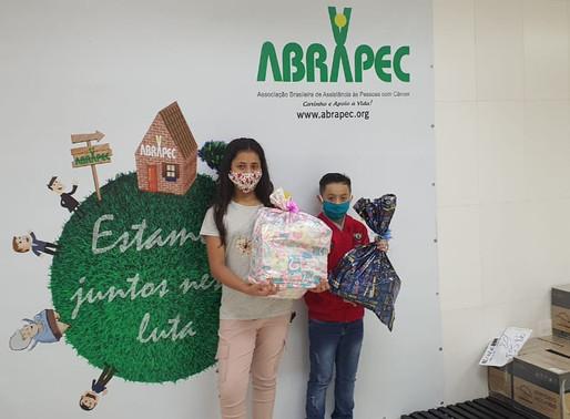 São Paulo –Filhos e netos de pessoas tendidas pela ABRAPEC receberam presentes pelo dia das Crianças