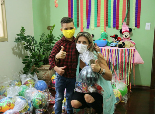 ATIBAIA–Filhos e netos de pessoas em tratamento do câncer atendidas pela ABRAPEC foram presenteados